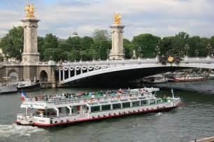 bateau mouche emploi les bateaux mouches visitent paris depuis 1949
