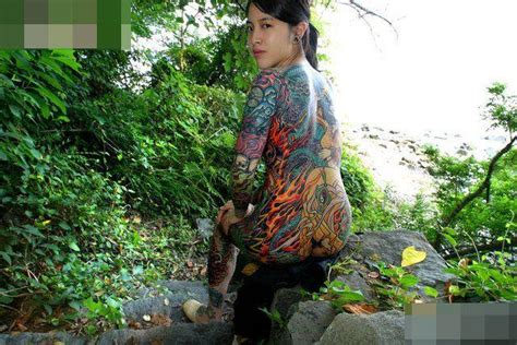 tattoo yakuza di punggung wiih cewek cewek yakuza diharuskan men tattoo seluruh