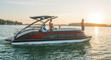 q series luxury pontoon boats by bennington - Luxury Inboard Pontoon Boats