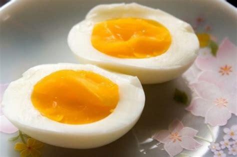 come cucinare un uovo sodo perfetto come fare un uovo sodo il migliore abbiate mai cucinato