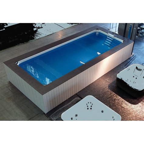 giardini con piscine fuori terra piscina fuori terra su misura con rivestimento in wpc