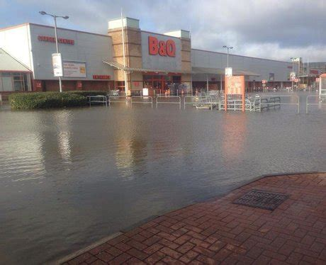 heart thames valley facebook retail park flood photos 2014 heart thames valley