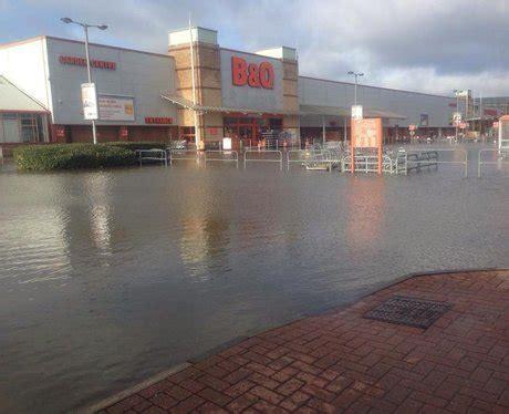 heart thames valley facebook retail park flood photos 2014 heart thames valley