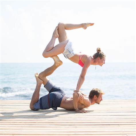 imagenes de gimnasia yoga 25 best ideas about 2 person stunts on pinterest