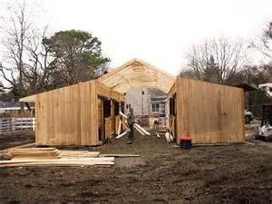 build a barn house 25 best ideas about horse barn designs on pinterest dream barn horse barns and horse stables
