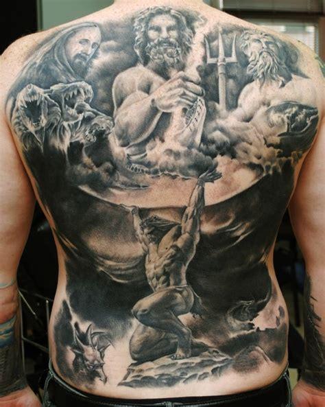 los tatuajes en la espalda mas alucinantes que hayas visto