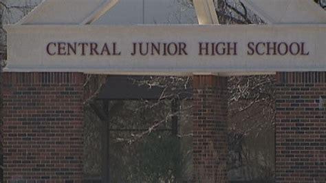 teen arrested  handgun   moore school