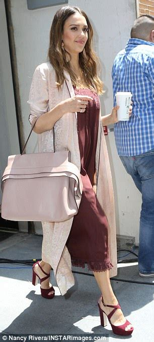 Le Fashionistacom Designer Weekly Pink by Alba Shows 2 000 Pink Tod S Handbag In Nyc