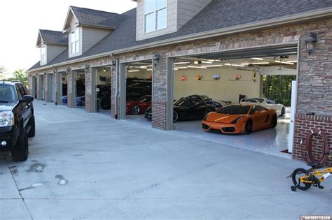 cool car garages garages cool 09 08 10 22 thethrottle