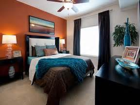 this room the orange accent wall with teal and