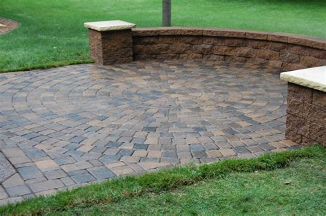 Paver Patio With Retaining Wall Patio Designs Among Retaining Walls Combined With Flooring Tile Outdoor Designing Pinterest