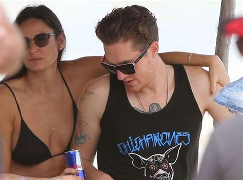 Mcgowan Cops A Feel On Rosario Dawson by Clad Demi Plays The With New Beau On
