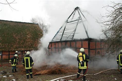 schäfersche scheune scheune in flammen gro 223 feuer im freilichtmuseum molfsee