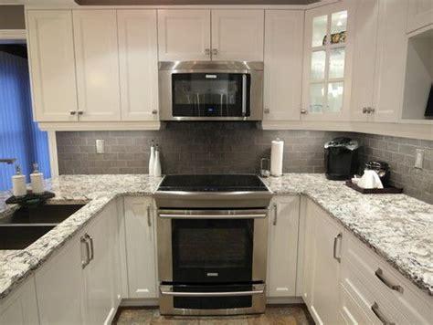 backsplash ideas for white cabinets and quartz countertops bellingham quartz white cabinets backsplash ideas