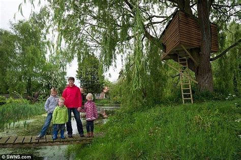 Planning Permission Tree House Awesome Killjoy Council Orders Family To Tear Down 12ft