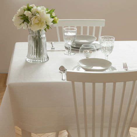 tischdecken zara home basic tischdecke aus weissem leinen linen tablecloth and
