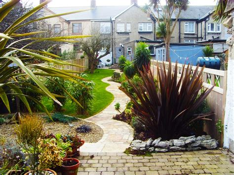 ideas for narrow gardens 1000 images about thin pretty garden on
