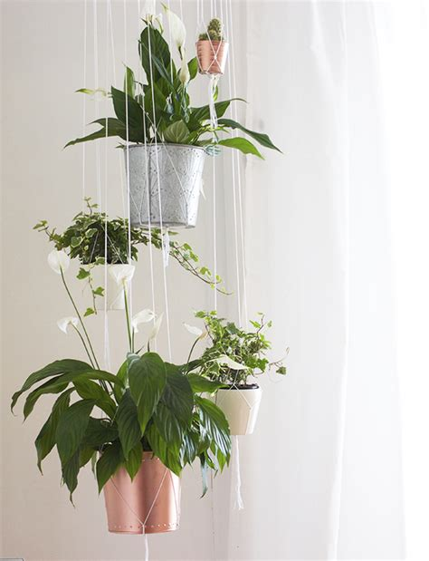 Hangpot Voor Planten Buiten by Living Room Tour Kate La Vie