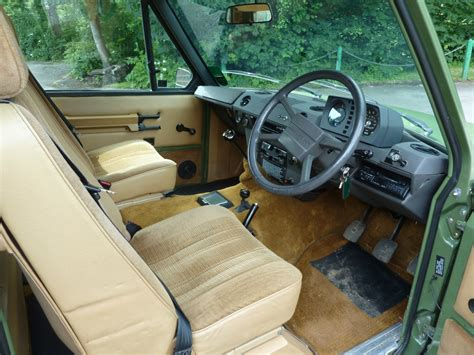 vintage land rover interior pjx 559x 1981 classic range rover 2 door land rover