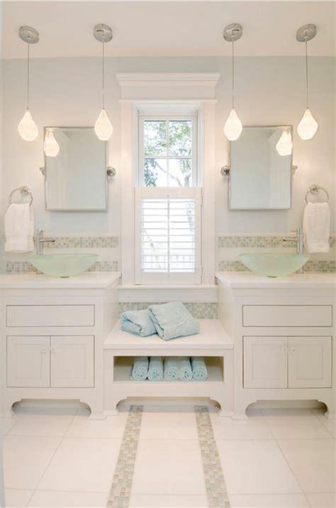 Incroyable Salle De Bain Blanche Et Beige #3: luminaire-pour-salle-de-bain-carrelage-beige-clair-meubles-en-blanc-lampes-design.jpg