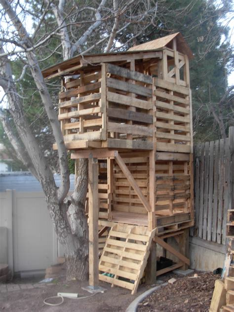 i want to build a house pallet club house pallets construction pallet tree house