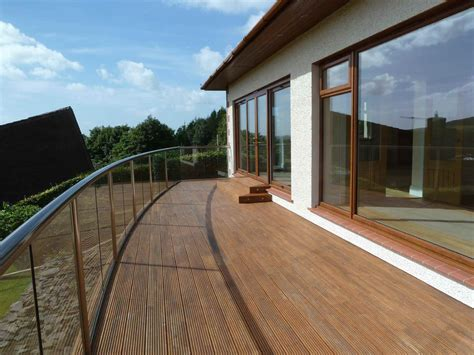 Glass Balustrades without handrails ? UK regulations