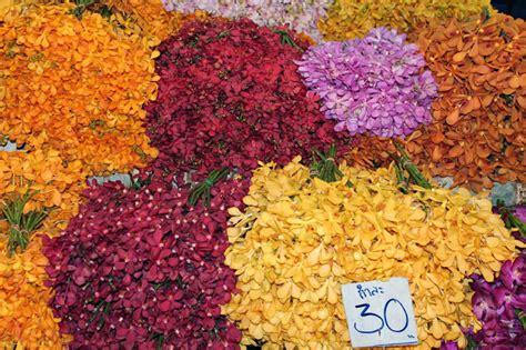 fiori thailandesi pensieri in viaggio bangkok il mercato dei fiori e la