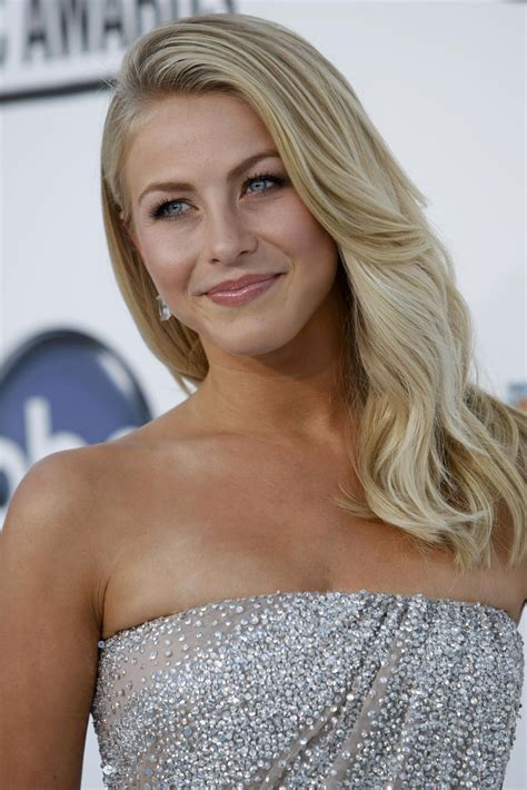 what is the description of julianne hough s haircut in safe 187 julianne hough