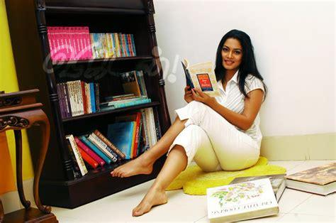 sri lankan actress feet wikifeet pooja umashankar s feet