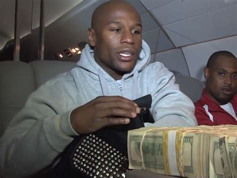 mayweather money stack 24 photos of floyd mayweather flaunting his insane wealth
