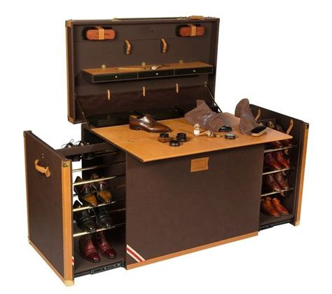 shoe storage and maintenance trunk with the shoes stowed