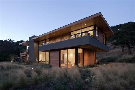 lucky in landscape modern home has stunning views from