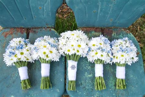 Inexpensive Bridesmaid Bouquets by 10 Inexpensive Flowers You Ll