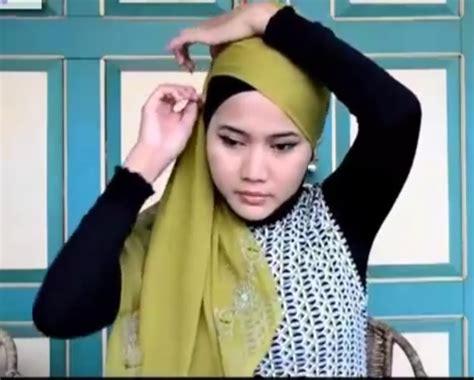 Jilbab Pasang cara memakai jilbab wisuda brekelesix s
