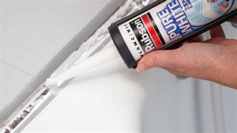 mastic baignoire changer les joints d une baignoire avec les bons outils