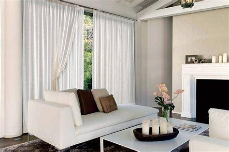 foto tendaggi foto casa arredata con divano e tendaggi di tappezzeria