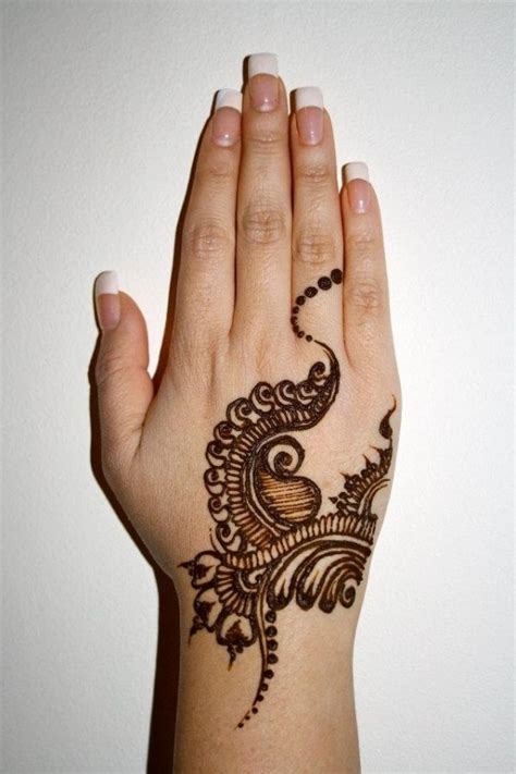 henna tatto hand easy 1000 ideas about henna on henna