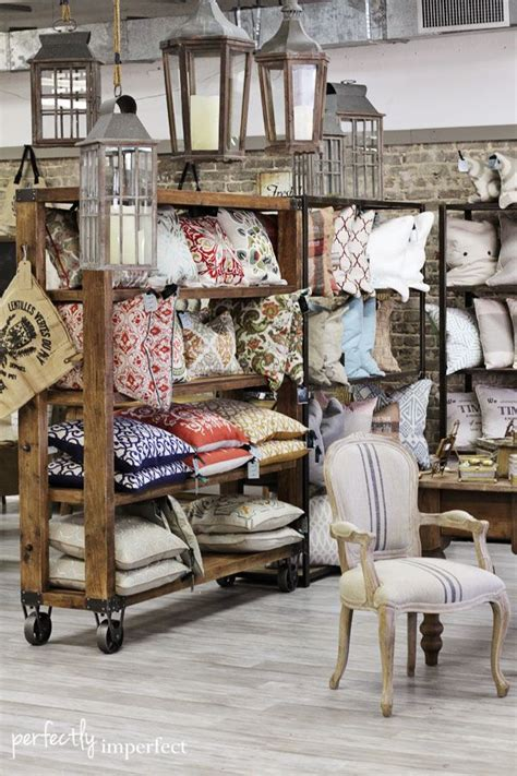 the linen store and home decor c 243 mo decorar una tienda con palets i love palets