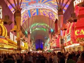Las Vegas Chandelier Seeing Las Vegas In Just One Day Las Vegas Nileguide
