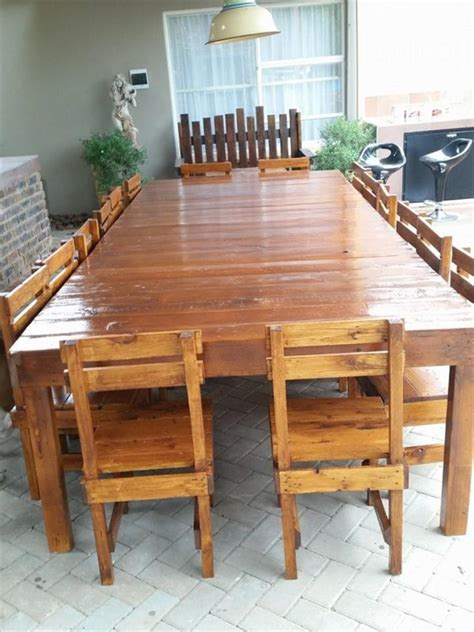 Large Round Dining Room Tables table en palette 44 id 233 es 224 d 233 couvrir photos