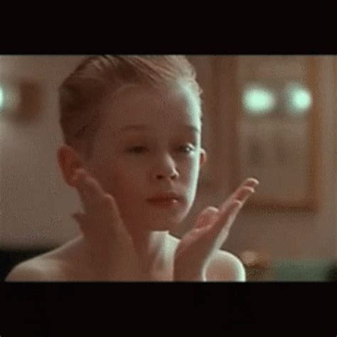 macaulay culkin gifs on giphy