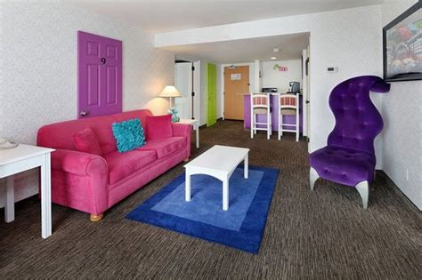 disneyland hotel 1 bedroom suite two bedroom family suite picture of holiday inn hotel