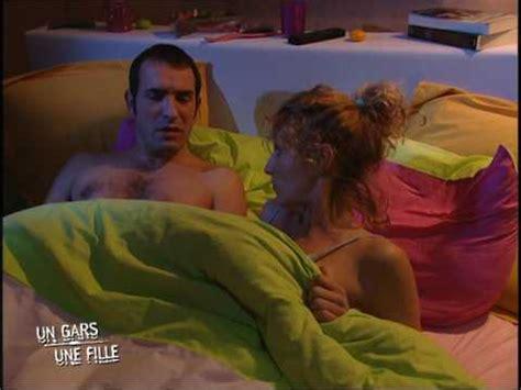 un gars une fille dans leur lit