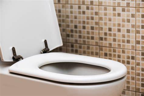 bathroom smells like poop symptoms of colon cancer 6 silent signs reader s digest