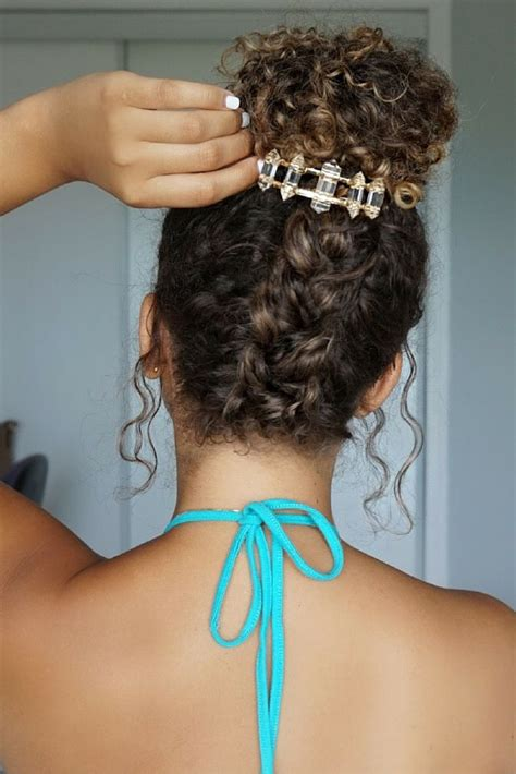 Hairstyles Accessories Bun Hair by 25 Best Ideas About Curly Hairstyles On