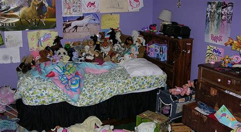 messiest room does your room look like this messiest rooms you ve seen boredbug