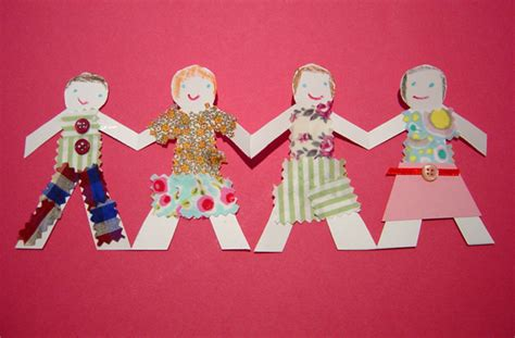 How To Make String Of Paper Dolls - paper doll chains kiddley