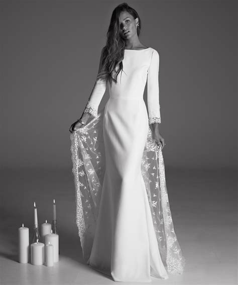 Winter Wedding Gowns by Winter Wedding Dress Tips From Designers Instyle