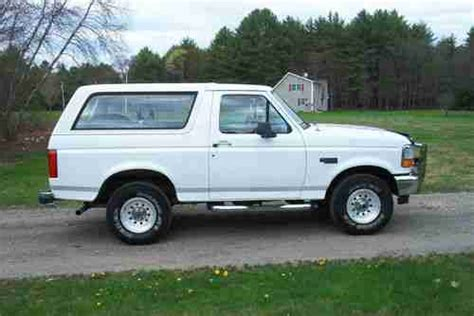 sell used 1996 ford bronco xl 4x4 white in orange