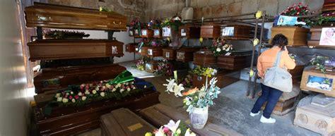 cimitero prima porta ricerca defunti cimitero dei rotoli vietato pregare sulle tombe dei